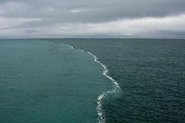 where does the 2 seas meet gulf