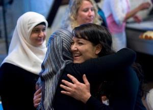american-muslim hug